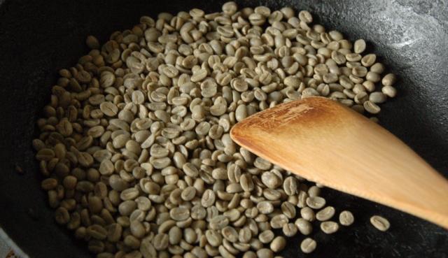 フライパンに生豆