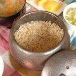 炊きたての玄米とおかず