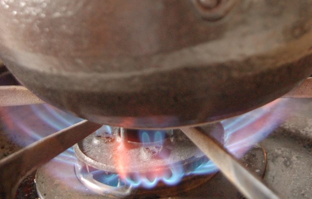 玄米を火にかける