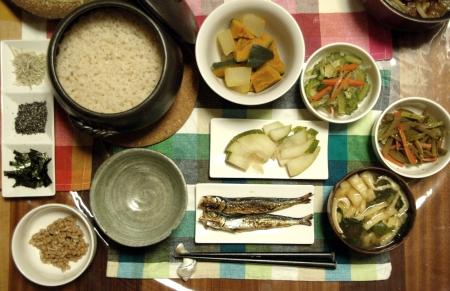 玄米と味噌汁、ぬか漬け、納豆