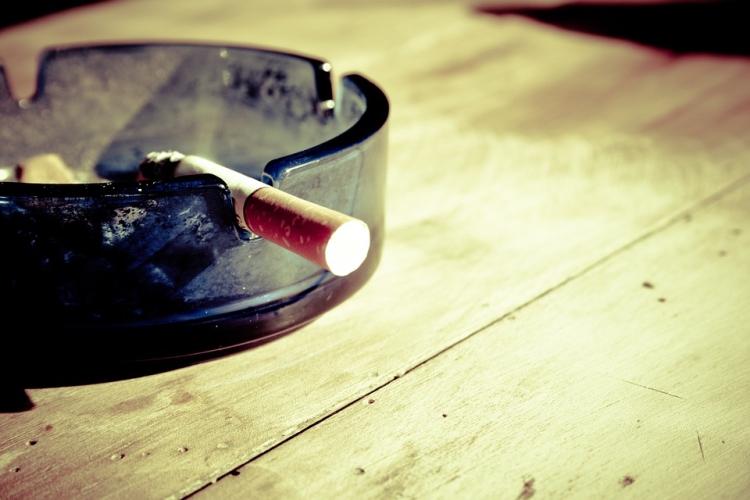 灰皿と煙草