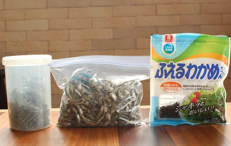 出汁の具材、昆布、ワカメ、いりこ