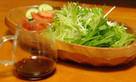 水菜のサラダと自家製のドレッシング